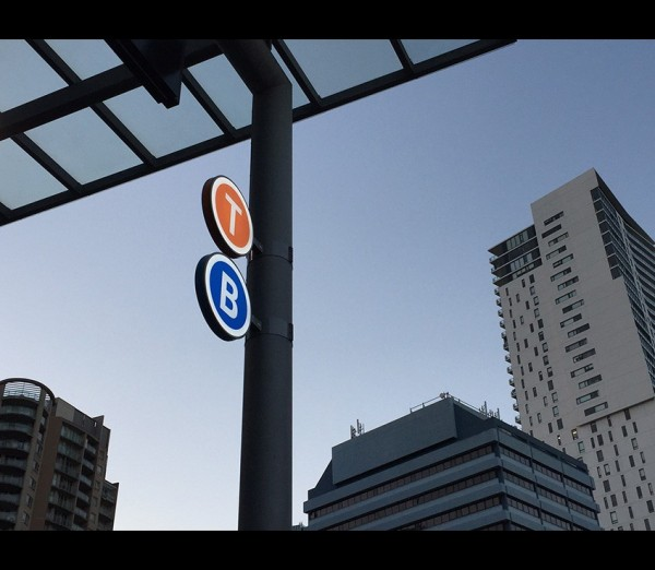 Train and bus mode ID signs at Chatswood Station