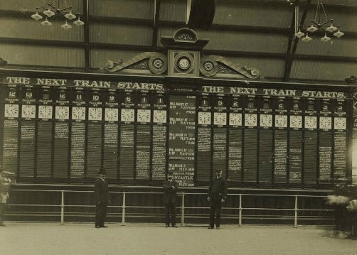 The old indicator board in 1906 on the concourse showing the next train departures. The board is now conserved at the Powerhouse Museum where it can be viewed today.