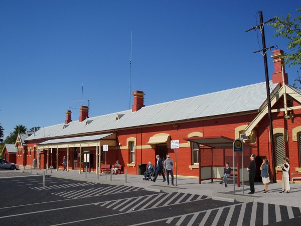 Image of Parkes Station showing entry to station building, new bollards and revised car and coach parking